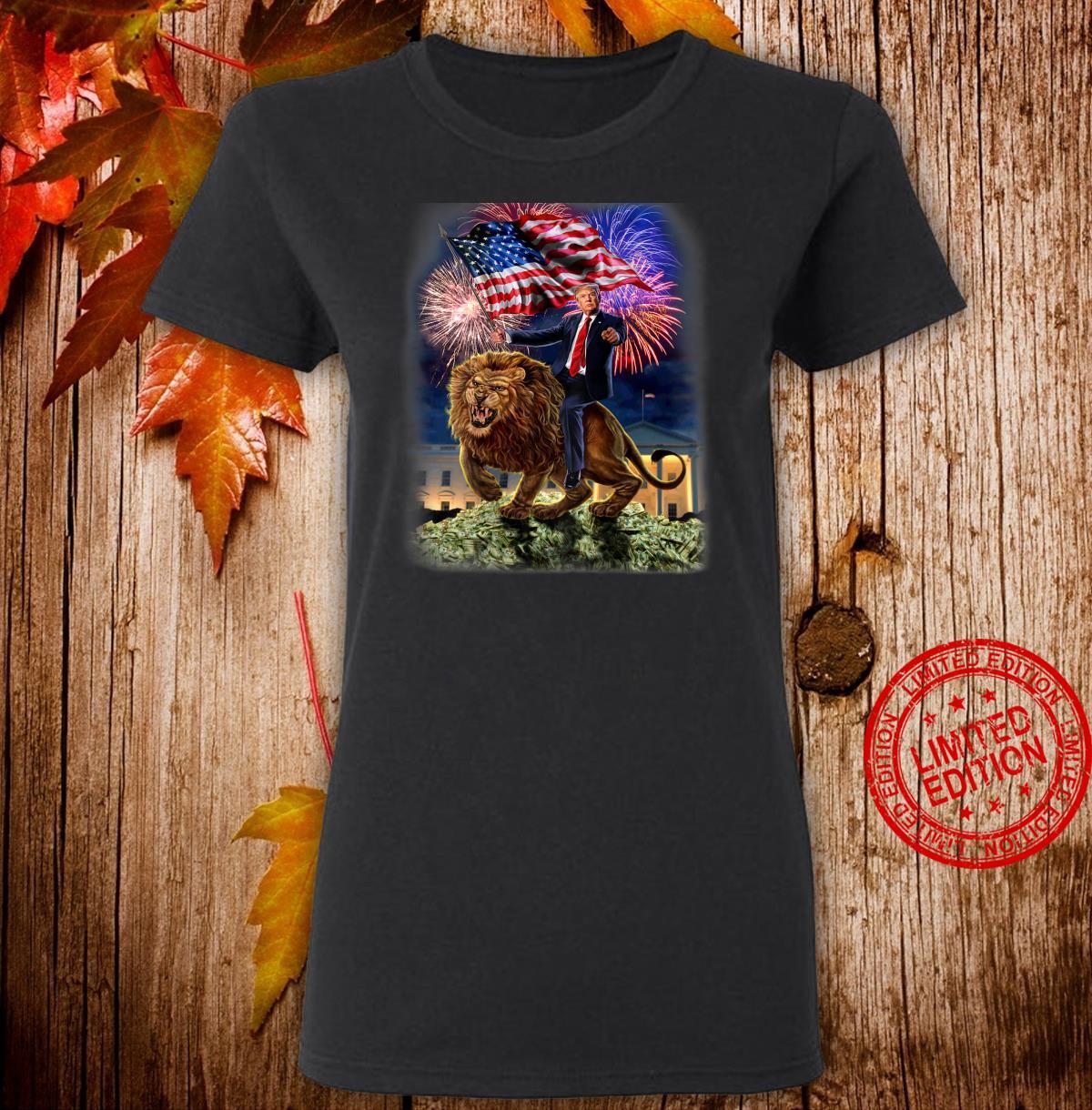 USPräsident Donald Trump reitet einen wilden Löwen Shirt ladies tee
